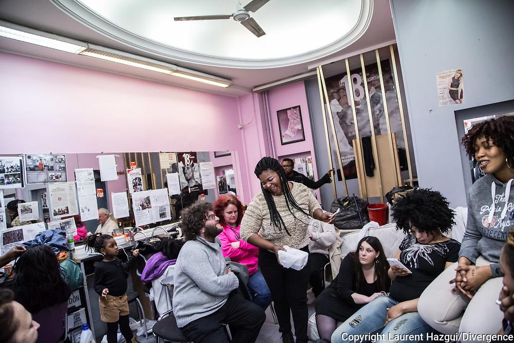 04042015. Paris. Grève au salon de coiffure du 57 bd de Starsbourg. Les grévistes fêtent l'obtention de leurs papiers après 10 mois de lutte.