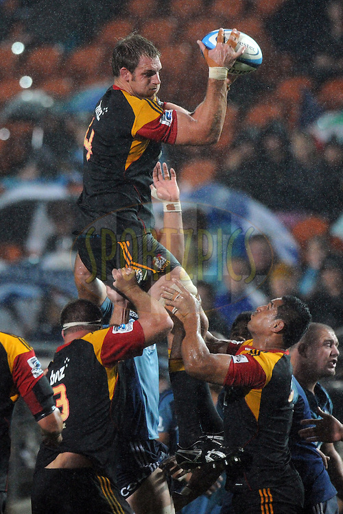 Chiefs Craig Clarke secures the ball in a lineout. Investec Super Rugby - Chiefs v Blues, Waikato Stadium, Hamilton, New Zealand. Saturday 26 March 2011. Photo: Andrew Cornaga / photosport.co.nz