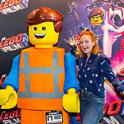 NLD/Utrecht/20190203- Première De LEGO Film 2, Pip Pellens met een lego poppetje