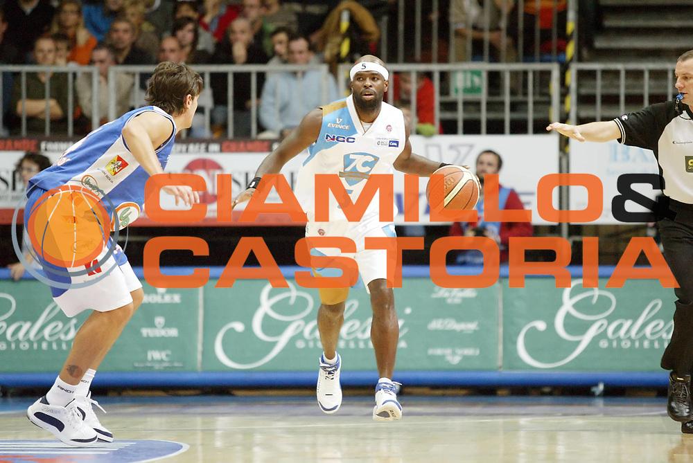 DESCRIZIONE : Cantu Lega A1 2006-07 Pallacanestro Cantu Upea Capo Orlando<br /> GIOCATORE : Jordan<br /> SQUADRA : Pallacanestro Cantu<br /> EVENTO : Campionato Lega A1 2006-2007 <br /> GARA : Pallacanestro Cantu Upea Capo Orlando <br /> DATA : 05/11/2006 <br /> CATEGORIA : Palleggio<br /> SPORT : Pallacanestro <br /> AUTORE : Agenzia Ciamillo-Castoria/G.Cottini