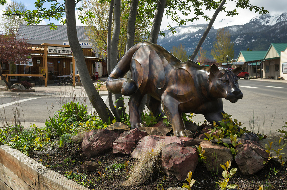 Bronze sculpture of Cougar, Joseph Oregon