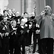 NLD/Naarden/19900113 - Optreden van Ivan Rebroff met het Huizer Mannenkoor in de Grote Kerk Naarden