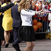 NLD/Makkum/20080430 - Koninginnedag 2008 Makkum, Mabel Wisse Smit dansend