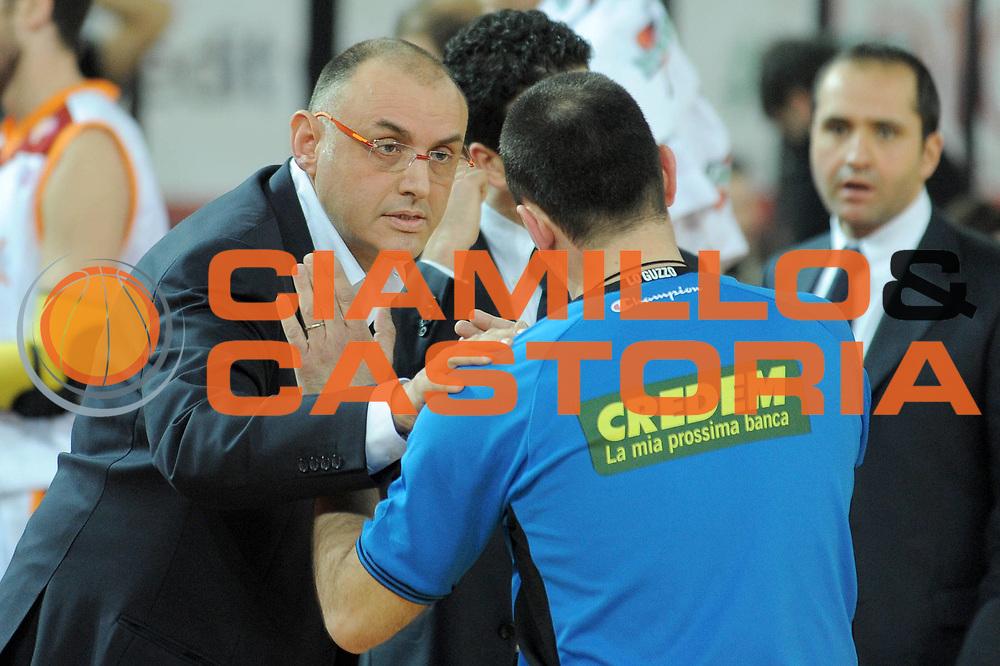 DESCRIZIONE : Roma Lega A 2009-10 Lottomatica Virtus Roma Scavolini Spar Pesaro<br /> GIOCATORE : Coach Matteo Boniciolli<br /> SQUADRA : Lottomatica Virtus Roma <br /> EVENTO : Campionato Lega A 2009-2010 <br /> GARA : Lottomatica Virtus Roma Scavolini Spar Pesaro<br /> DATA : 14/03/2010<br /> CATEGORIA : Delusione<br /> SPORT : Pallacanestro <br /> AUTORE : Agenzia Ciamillo-Castoria/G.Vannicelli<br /> Galleria : Lega Basket A 2009-2010 <br /> Fotonotizia : Roma Campionato Italiano Lega A 2009-2010 Lottomatica Virtus Roma Scavolini Spar Pesaro<br /> Predefinita :