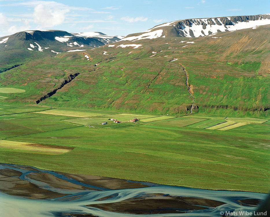 Björg séð til suðvesturs, Skjalfandafljót í forgrunni. Þingeyjarsveit áður Ljósavatnshreppur / Bjorg viewing southwest. River Skjalfandafljot in foreground. Thingeyjarsveit former Ljosavatnshreppur.