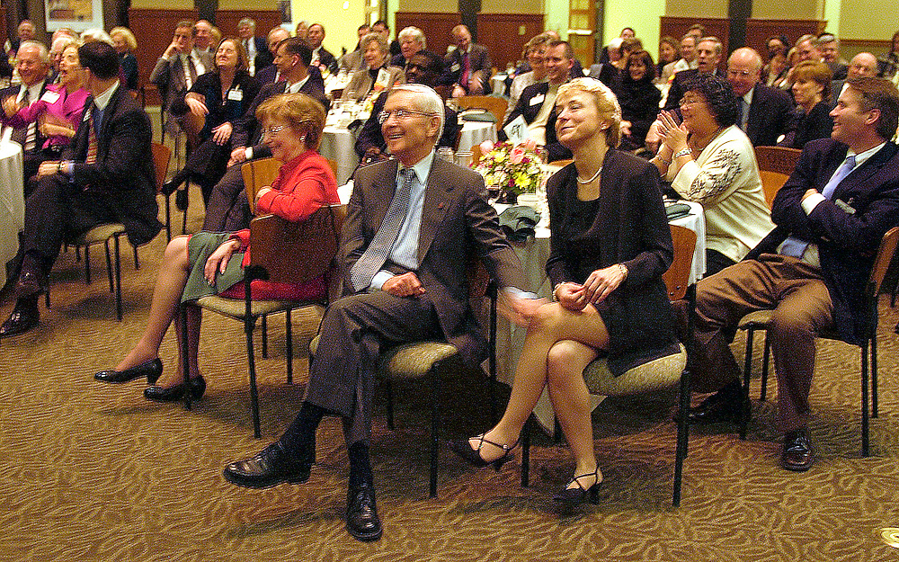 16318Foundation Dinner & Awards 2/20/04 : Photos By Glenn Beil