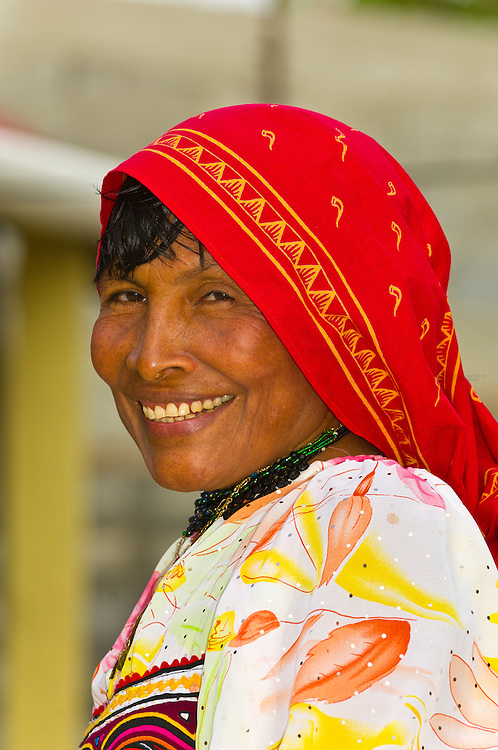 Kuna Indian woman wearing native costume with Mola embroderies, Corbisky Island, San Blas Islands (Kuna Yala), Caribbean Sea, Panama