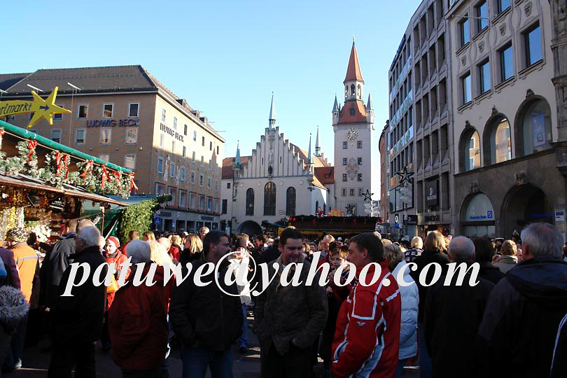 Visitors in Christkindlmarkt, Marienplatz, Munich, Bavaria, Germany
