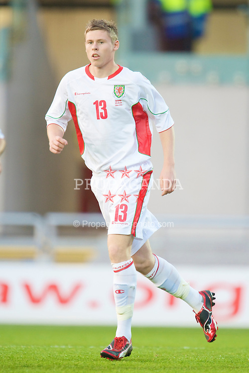 LLANELLI, WALES - Friday, May 29, 2009: Wales' Simon Church in action on his debut during the International friendly match against Estonia at Parc y Scarlets. (Pic by David Rawcliffe/Propaganda)