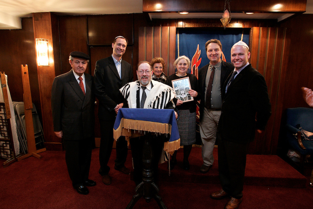 (L-R) Paul Rausnitz, Dr. Andreas Mailath-Pokorny, Rabbi Isaak Mann, Frances Rausnitz, Susan Hahn, Andy Szalkiewicz and Andreas Launer, Austrian Deputy Consul General, pose for photographs at the Ohab Zedekk Shul in  New York City Sunday, 26 March 2006.