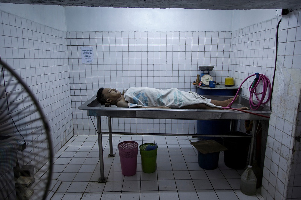A body of a man recently killed is prep for cleaning at Eusebio morgue in Navotas, Manila.  <br />