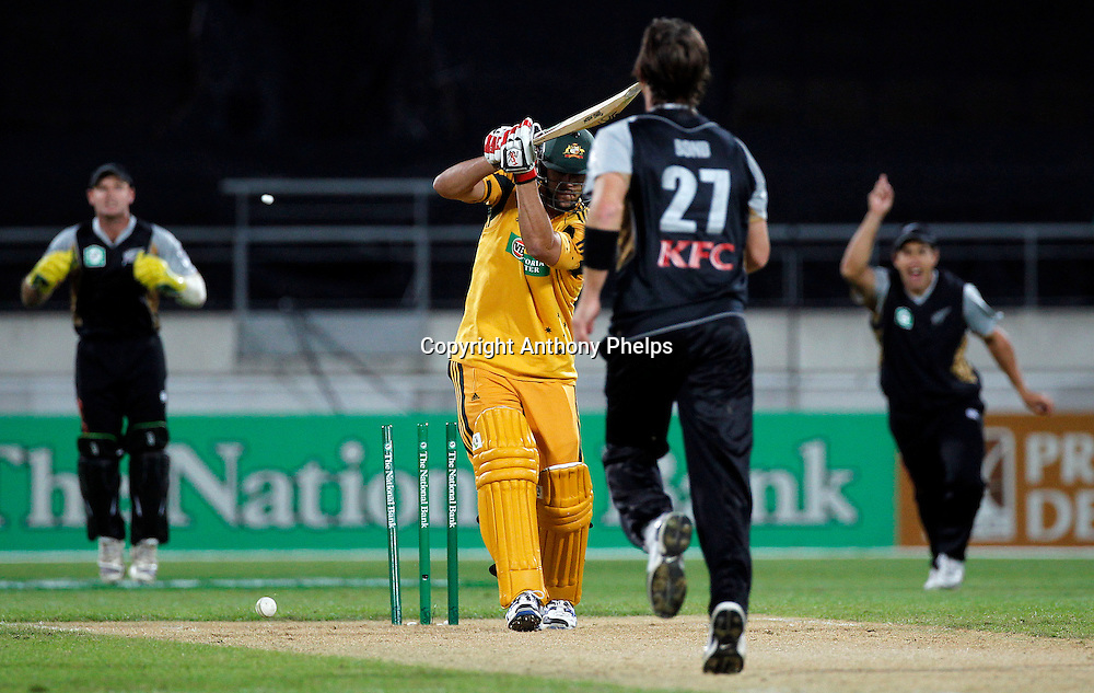 Shane Bond bowls Mitchell Johnson New Zealand v Australia Twenty20 cricket match. Westpac Stadium, Wellington. Friday 26 February 2010. Photo: Anthony Phelps/PHOTOSPORT