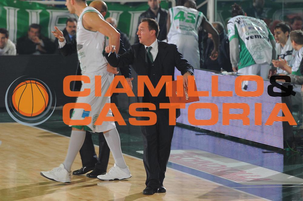 DESCRIZIONE : Avellino Lega A 2010-11 Air Avellino Vanoli Braga Cremona<br /> GIOCATORE : Gianluca De Gennaro<br /> SQUADRA : Air Avellino Vanoli Braga Cremona<br /> EVENTO : Campionato Lega A 2010-2011<br /> GARA : Air Avellino Vanoli Braga Cremona<br /> DATA : 19/12/2010<br /> CATEGORIA : Delusione<br /> SPORT : Pallacanestro<br /> AUTORE : Agenzia Ciamillo-Castoria/GiulioCiamillo<br /> Galleria : Lega Basket A 2010-2011<br /> Fotonotizia : Avellino Lega A 2010-11 Air Avellino Vanoli Braga Cremona<br /> Predefinita :