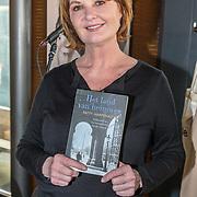 NLD/Amsterdam/20190418 - Boekpresentatie Patty Harpenau Het Land van Heimwee, Patty Harpenau met haar boek