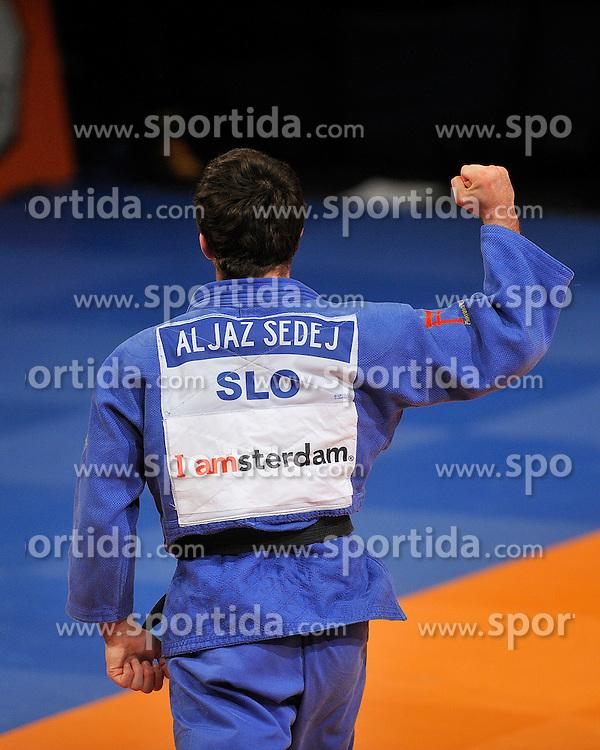 20-11-2011 JUDO: IJF GRAND PRIX: AMSTERDAM.Aljaz Sedej SLO (-81 kg) wins the semi final against Ivan Nifontov (white).©2011-FotoHoogendoorn.nl /  Sportida.com