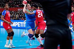 05-12-2019 JAP: Cuba - Slovenia, Kumamoto<br /> Fourth match groep A at 24th IHF Womenís Handball World Championship. Slovenia win 39 - 26 of Cuba / Ana Gros #6 of Slovenia, Nahomi Marquez Jabique #24 of Cuba, Eyatne Rizo Gomez #23 of Cuba