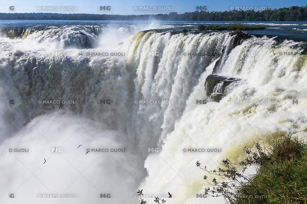 CATARATAS DEL IGUAZU, GARGANTA DEL DIABLO, PARQUE NACIONAL IGUAZU, PROVINCIA DE MISIONES, ARGENTINA (© MARCO GUOLI - ALL RIGHTS RESERVED)