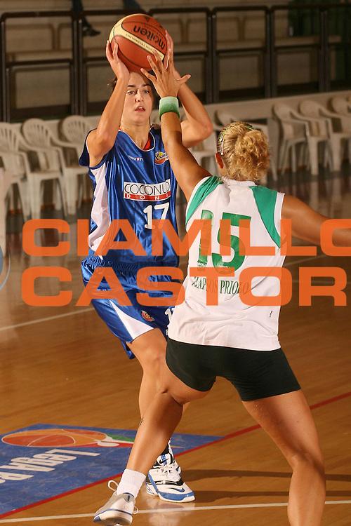 DESCRIZIONE : Cagliari Lega A1 Femminile 2006-07 Prima Giornata Trogylos Priolo Maddaloni Basket <br /> GIOCATORE : Micovic Marija <br /> SQUADRA : Maddaloni Basket <br /> EVENTO : Campionato Lega A1 2006-2007 Prima Giornata <br /> GARA : Trogylos Priolo Maddaloni Basket <br /> DATA : 08/10/2006 <br /> CATEGORIA : Tiro <br /> SPORT : Pallacanestro <br /> AUTORE : Agenzia Ciamillo-Castoria/S.D'Errico