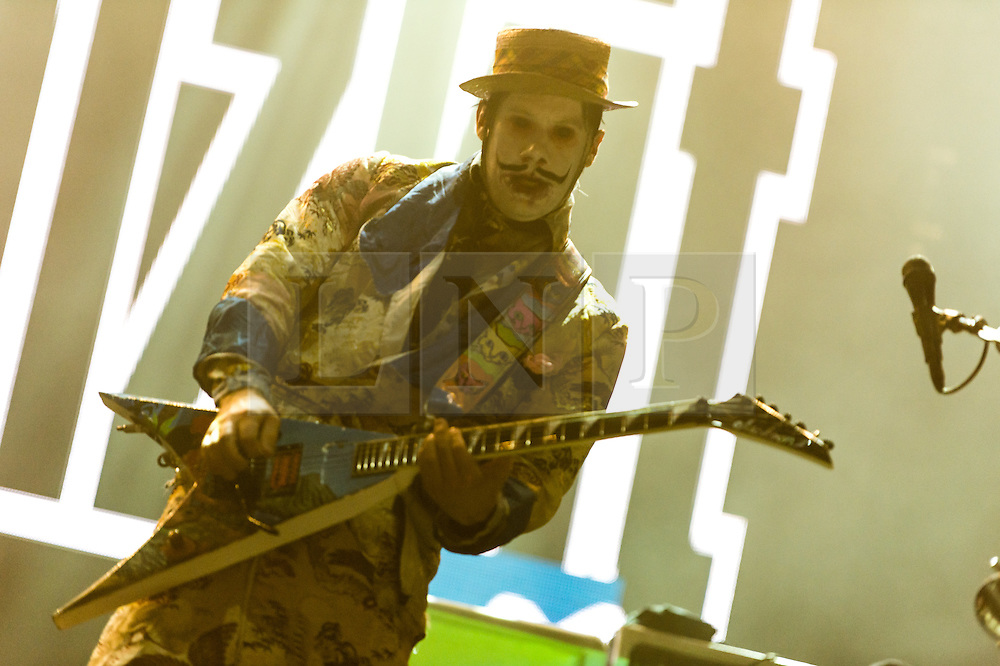 © Licensed to London News Pictures. 28/08/2015. Reading Festival, UK.  Limp Bizkit performing at Reading Festival 2015 28 August 2015 Day 1.  In this picture - Wes Borland.  Photo credit: Richard Isaac/LNP