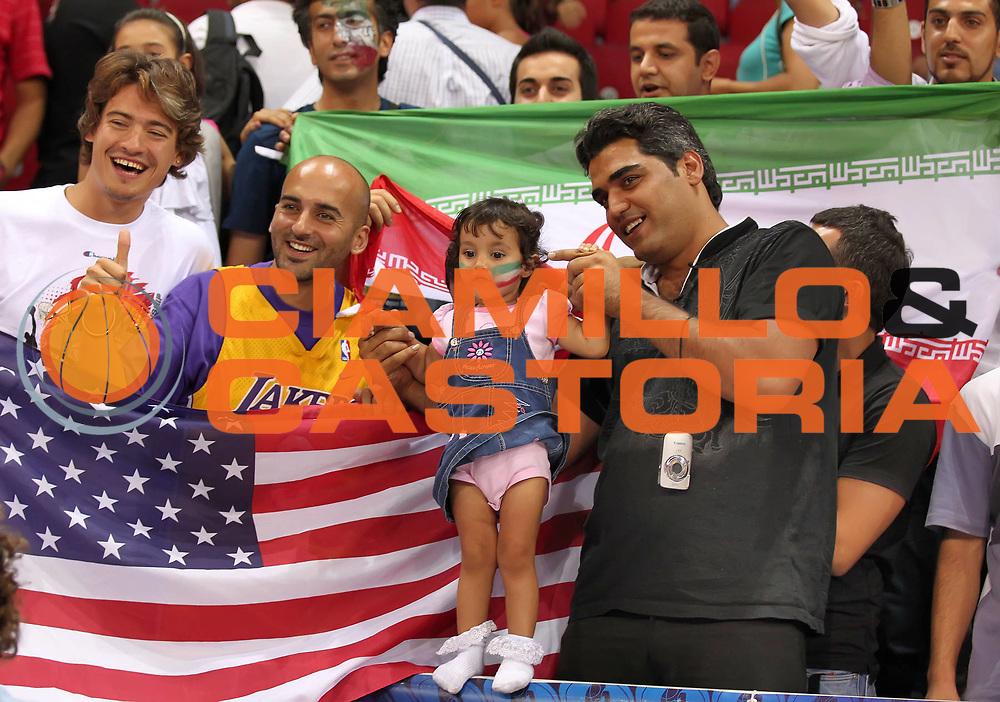 DESCRIZIONE : Istanbul Turchia Turkey Men World Championship 2010 Campionati Mondiali Iran USA<br /> GIOCATORE : Supporters USA Iran Tifosi USA Iran<br /> SQUADRA : USA<br /> EVENTO : Istanbul Turchia Turkey Men World Championship 2010 Campionato Mondiale 2010<br /> GARA : Iran USA<br /> DATA : 01/09/2010<br /> CATEGORIA : tifosi supporters<br /> SPORT : Pallacanestro <br /> AUTORE : Agenzia Ciamillo-Castoria/ElioCastoria<br /> Galleria : Turkey World Championship 2010<br /> Fotonotizia : Istanbul Turchia Turkey Men World Championship 2010 Campionati Mondiali Iran USA<br /> Predefinita :