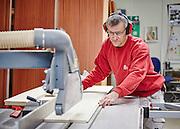 Enemærke & Petersens serviceafdeling i Ringsted, tømrerarbejde, sav, tilskæring af plader,høreværn, arbejdsmiljø, udsugning, støv,