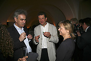 Martin Gaynsford and Anthony gormley, VIP opening of Bill Viola exhibition Love/Death: The Tristan project. Haunch of Venison, St Olave's College, Tooley St. London and Dinner afterwards at Banqueting House. Whitehall. 19 June 2006. ONE TIME USE ONLY - DO NOT ARCHIVE  © Copyright Photograph by Dafydd Jones 66 Stockwell Park Rd. London SW9 0DA Tel 020 7733 0108 www.dafjones.com