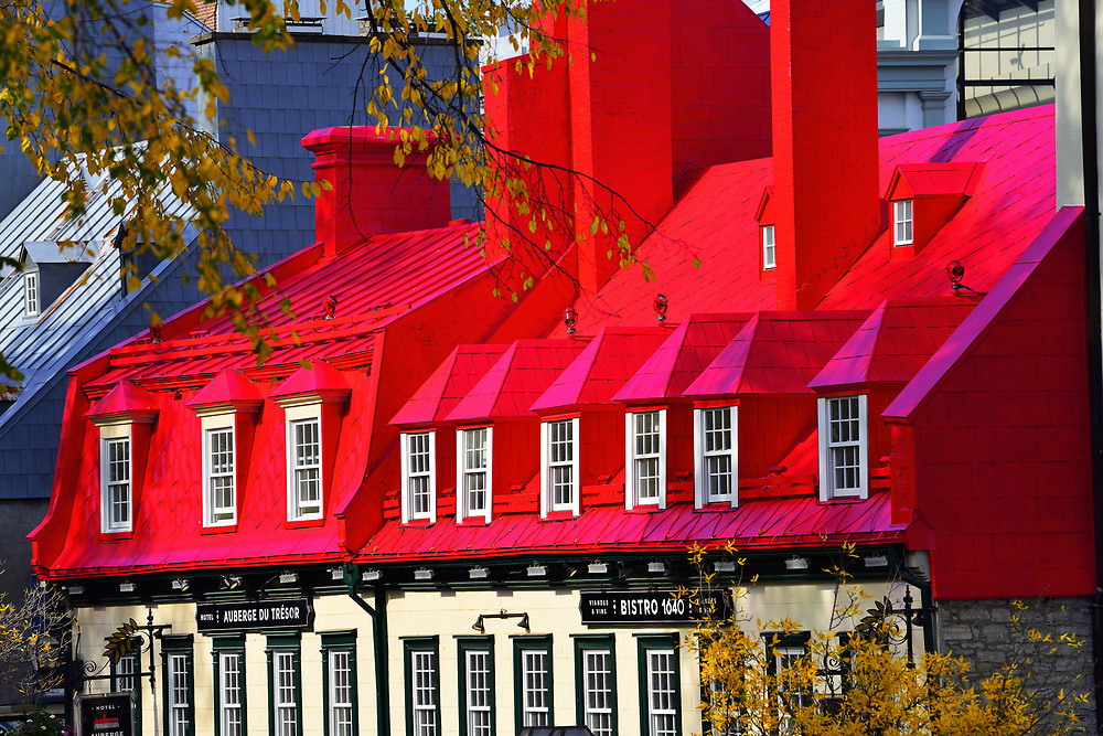Facade of house in old Quebec. Façade de maison dans le vieux Québec