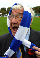 Photo: Dave Linney.<br />Chasetown v Oldham Athletic. The FA Cup. 06/11/2005.<br />Frank Carson shows his support for Chasetown