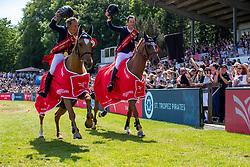 ROBERT Olivier (FRA), Eros , DEVOS Pieter (BEL), Claire Z<br /> Hamburg - 90. Deutsches Spring- und Dressur Derby 2019<br /> Siegerehrung<br /> GLOBAL CHAMPIONS LEAGUE<br /> CSI5* Int. Springprüfung nach Fehlern und Zeit <br /> Wertungsprüfung der Global Champions League <br /> Qualifikation zum LGCT Grand Prix<br /> 01. Juni 2019<br /> © www.sportfotos-lafrentz.de/Stefan Lafrentz