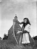 1954 28/05 Harpist Mary O'Hara