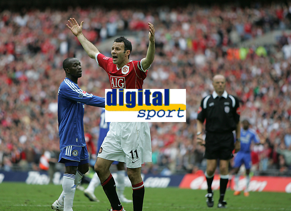 Photo: Lee Earle.<br /> Chelsea v Manchester United. The FA Cup Final. 19/05/2007.United's Ryan Giggs thought his shot had gone over the line.