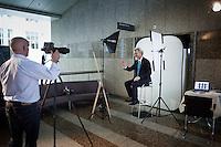 Nederland. Den Haag, 10 juni juni 2010.<br /> Geert Wilders, gaat op de foto voor de Tweede kamer. Daags na de verkiezingen. politiek; tweede kamer; pvv, partij voor de vrijheid<br /> Foto Martijn Beekman