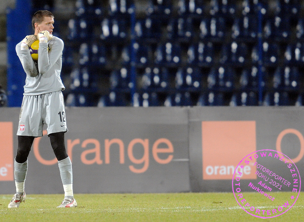 GOALKEEPER WOJCIECH SZCZESNY (POLAND) KEEPS THE BALL DURING FRIENDLY SOCCER MATCH BETWEEN POLAND AND CANADA IN BYDGOSZCZ , POLAND...POLAND , BYDGOSZCZ , NOVEMBER 18, 2009..( PHOTO BY ADAM NURKIEWICZ / MEDIASPORT )..PICTURE ALSO AVAIBLE IN RAW OR TIFF FORMAT ON SPECIAL REQUEST.