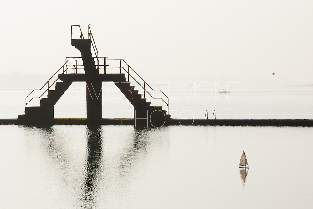 Saint Malo, Brittany, france Piscine de mer a Sainy-Malo, maree base. Piscine de mer, plongeoir piscine de Saint Malo, Brittany, france