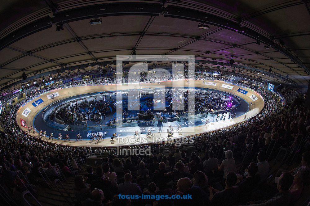 A capacity crowd cheer on Sir Bradley Wiggins and Mark Cavendish during the Maddison on day one of the Six Day cycling series at Lee Valley VeloPark, London, UK<br /> Picture by Ryan Dinham/Focus Images Ltd +44 7900 436859<br /> 25/10/2016