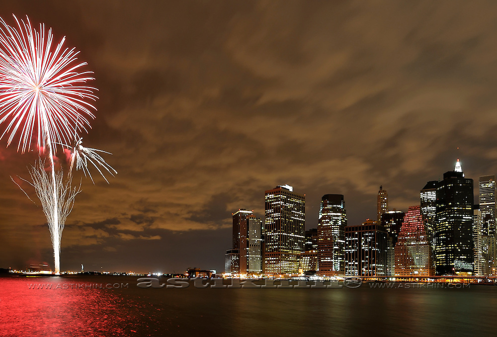 Firework on East River (Manhattan)