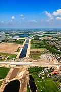 Nederland, Noord-Brabant, Den Bosch, 09-05-2013; werkzaamheden aan de Zuid-Willemsvaart. Kruising met spoorlijn, gezien naar de Maas. Het kanaal wordt verbreed, uitgegraven en omgelegd - zodat de binnenstad van Den Bosch vermeden kan worden. Het gaat niet alleen om een omlegging, maar ook om een opwaardering zodat grote schepen van het kanaal gebruik kunnen blijven maken.<br /> View on works on the Zuid-Willemsvaart (channel) next to motorway A2 (l) and crossing the railway,  near Den Bosch (Southern Netherlands).<br /> luchtfoto (toeslag op standaard tarieven);<br /> aerial photo (additional fee required);<br /> copyright foto/photo Siebe Swart.luchtfoto (toeslag op standard tarieven);<br /> aerial photo (additional fee required);<br /> copyright foto/photo Siebe Swart.