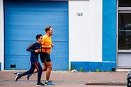 ROTTERDAM - Minister Hugo de Jonge aan het hardlopen in katendrecht . Hugo Mattheüs de Jonge is een Nederlandse politicus voor het CDA. Hij is sinds 2017 vicepremier en minister van Volksgezondheid, Welzijn en Sport.  ROBIN UTRECHT