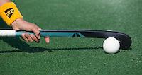 BLOEMENDAAL - GreenHill hockeystick voor EQCL. Hockey op waterveld. COPYRIGHT KOEN SUYK.