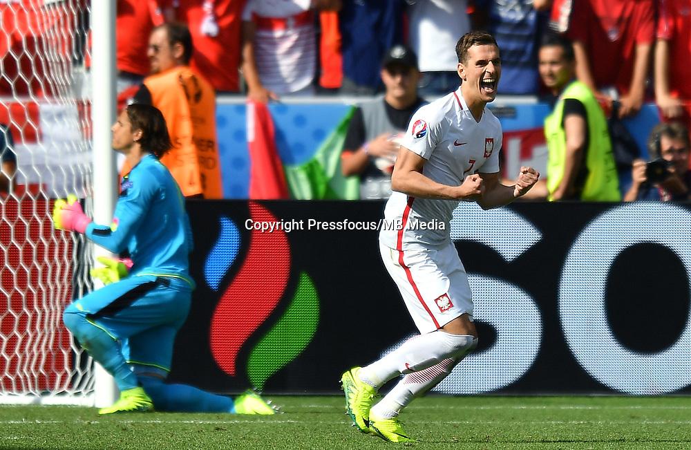2016.06.25 Saint-Etienne<br /> Pilka nozna Euro 2016<br /> mecz 1/8 finalu Szwajcaria - Polska<br /> N/z konkurs rzutow karnych Arkadiusz Milik radosc<br /> Foto Lukasz Laskowski / PressFocus<br /> <br /> 2016.06.25<br /> Football UEFA Euro 2016 <br /> Round of 16 game between Switzerland and Poland<br /> konkurs rzutow karnych Arkadiusz Milik radosc<br /> Credit: Lukasz Laskowski / PressFocus