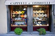 Negozio di cappelli a  Piazza della Repubblica in Cortona<br /> Shop hats on the Piazza della Repubblica in Cortona