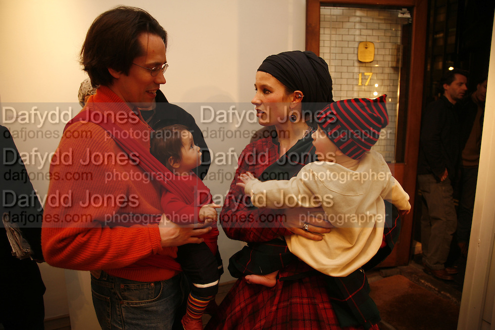 GARETH OWEN AND HIS DAUGHTER TESSA OWEN AND OLIVIA LOMENCH GILL WITH GABRAN. 'Art is Why I get up in the morning' Unseen pieces from Elizabeth Frink's studio and work by four contemporary British artists: Lin Jammet, amanda Cornish, Kitty Blandy and Olivia Lomench gill. Ryder St. gallery. London. 28 March 2006. ONE TIME USE ONLY - DO NOT ARCHIVE  © Copyright Photograph by Dafydd Jones 66 Stockwell Park Rd. London SW9 0DA Tel 020 7733 0108 www.dafjones.com