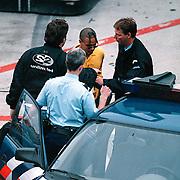 NLD/19960512/Amsterdam - Arrestatie Ray Slijngaard van Two Unlimited op Schiphol na vechtpartij met fotograaf bij vertrek