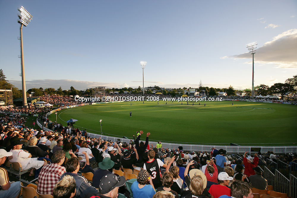 General view of the ground and crowd of fans during 2nd ODI cricket match between the New Zealand Blackcaps and England. Seddon Park, Hamilton. Tuesday 12 February 2008. Photo: Stephen Barker/PHOTOSPORT