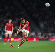 Twickenham, Great Britain,    Dan BIGGAR, kicking, first half, of the Pool A Game, England vs Wales.  2015 Rugby World Cup, Venue, The RFU Stadium, Twickenham, Surrey, ENGLAND. Saturday   26/09/2015  [Mandatory Credit; Peter Spurrier/Intersport-images]
