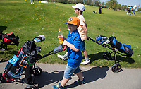 ZAANDAM - Open Golfdagen Zaanse Golf Club.  jeugd van de Zaanse met kinderen die voor het eerst kennismaken met golf. COPYRIGHT KOEN SUYK