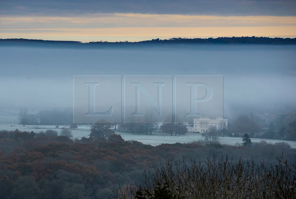 © Licensed to London News Pictures. 19/11/2019. Duncton, UK. Fog clings to the ground at Duncton in West Sussex. Freezing temperatures and fog are hitting parts of the south. Photo credit: Peter Macdiarmid/LNP