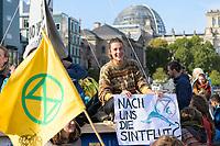 """09 OCT 2019, BERLIN/GERMANY:<br /> Junge Frau mit einem Plakat """"Nach uns die Sintflut?"""", Extinction Rebellion (XR), eine globale Umweltbewegung protestiert mit der Blockade von Verkehrsknotenpunkten fuer eine Kehrtwende in der Klimapolitik, im Hintergrund die Kuppel des Reichstagsgebaeudes, Marschallbruecke<br /> IMAGE: 20191009-02-014<br /> KEYWORDS: Demonstration, Demo, Demonstranten, Klima, Klimawandel, climate change, protest, Marschallbrücke"""