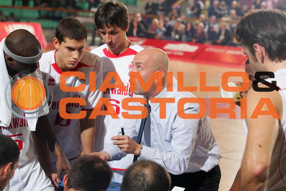 DESCRIZIONE : Reggio Emilia Campionato Lega Basket A2 2011-12  Trenkwalder Reggio Emilia Prima Veroli<br /> GIOCATORE : Menetti Massimiliano<br /> SQUADRA : Trenkwalder Reggio Emilia<br /> EVENTO : Campionato Lega Basket A2 2011-2012<br /> GARA : Trenkwalder Reggio Emilia Prima Veroli<br /> DATA : 29/10/2011 <br /> CATEGORIA : time out curiosita<br /> SPORT : Pallacanestro <br /> AUTORE : Agenzia Ciamillo-Castoria/FotoStudio13<br /> Galleria : Lega Basket A2 2011-2012 <br /> Fotonotizia : Reggio Emilia Campionato Lega Basket A2 2011-12  Trenkwalder Reggio Emilia Prima Veroli<br /> Predefinita :
