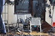 Mannheim. 23.02.17   BILD- ID 039  <br /> Schönau. Brand im Mehrfamilienhaus. Bei dem Brand in einem Vierfamilienhaus am Donnerstagnachmittag auf der Schönau ist ein geschätzter Schaden von rund 300 000 Euro entstanden. Das Feuer war im ersten Obergeschoss ausgebrochen und hatte auf das Dachgeschoss übergegriffen, teilte die Polizei mit. Die Bewohner konnten das Haus im Ludwig-Neischwander-Weg rechtzeitig verlassen. Verletzt wurde bei dem Brand niemand. Die Feuerwehr brachte den Brand unter Kontrolle. Die Brandursache ist noch nicht bekannt.<br /> Bild: Markus Prosswitz 23FEB17 / masterpress (Bild ist honorarpflichtig - No Model Release!)